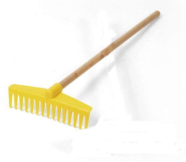 Rastrillo de madera amarillo