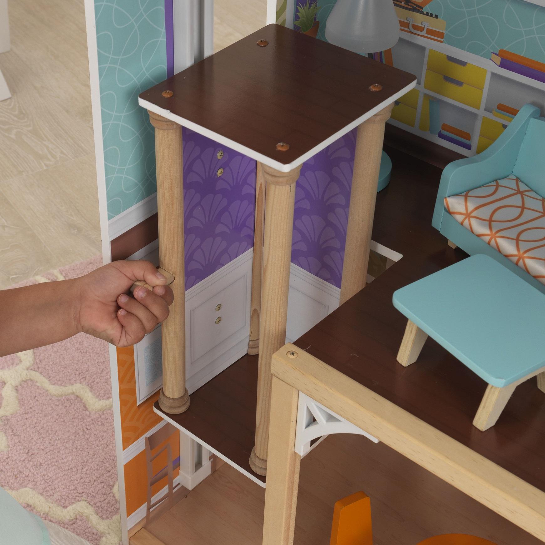 Detalle del ascensor de kidkraft casa de muñecas avery 65943