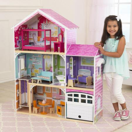 Niña feliz con su kidkraft casa de muñecas avery 65943