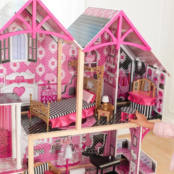 Detalle de parte superior donde se encuentra una habitación con todos sus accesorios de kidkraft casa de muñecas bella 65944 width=