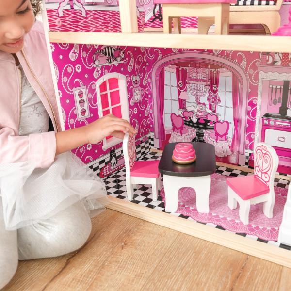 Niña jugando con sillas del salón de kidkraft casa de muñecas bella 65944 width=