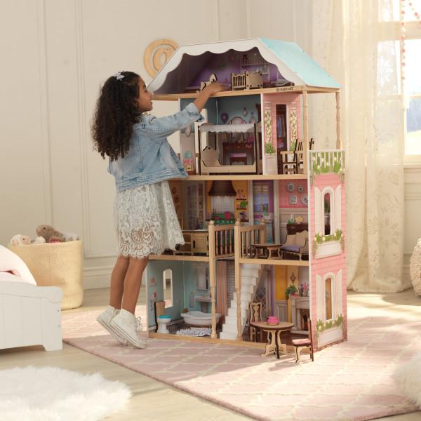 Imagen de niña jugando con su kidkraft casa charlotte 65956 width=