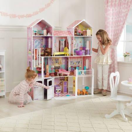 Niñas jugando con su kidkraft casa de campo para muñecas 65242