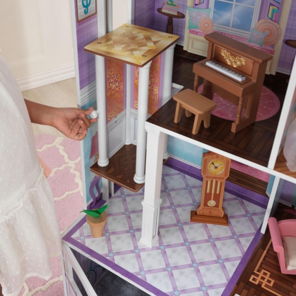 Detalle del ascensor y piano de kidkraft casa de campo para muñecas 65242