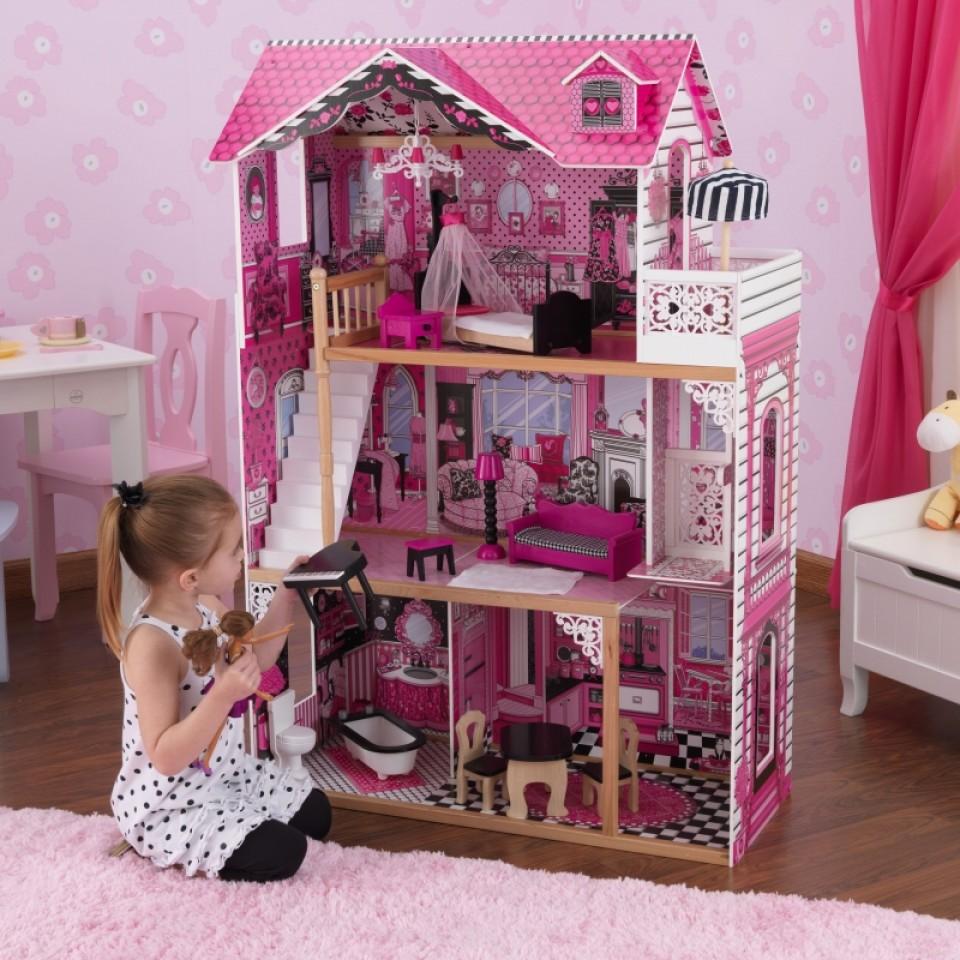 Niña jugando con su kidkraft casa de muñecas amelia 65093 width=