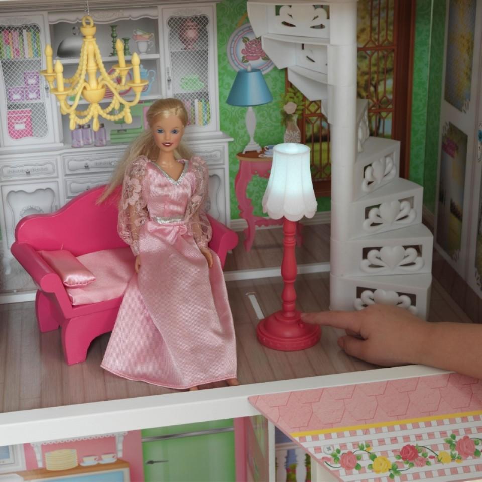 Detalle de muñeca, sofá y lámpara en Kidkraft casa de muñecas dulce savannah 65935 width=