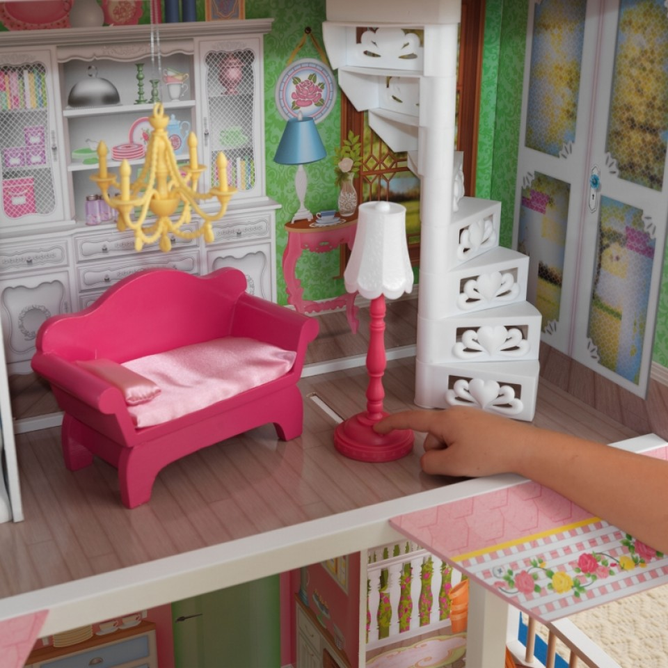 Detalle del sofá, lámpara y escalera de Kidkraft casa de muñecas dulce savannah 65935 width=
