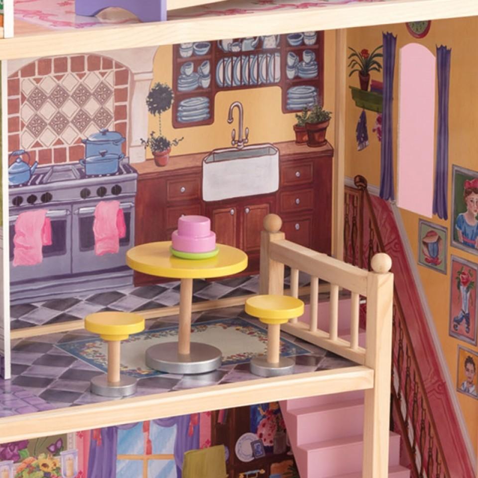 Detalle de la cocina con taburetes y mesa de la casa de muñecas Kayla 65092 Kidkraft