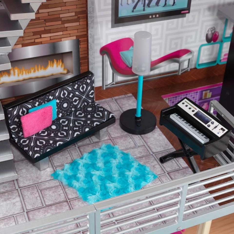 Detalle del sofá, piano, lámpara de Kidkraft casa de muñecas luxury 65871