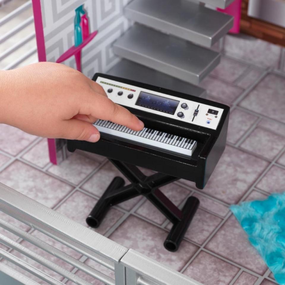 Detalle del piano de Kidkraft casa de muñecas luxury 65871
