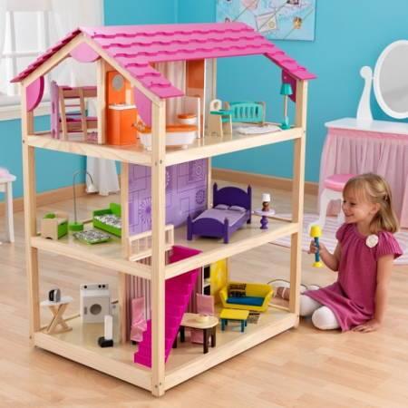 Niña jugando con su kidkraft casa de muñecas so chic 65078