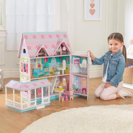 Niña jugando con la Kidkraft casa de muñecas abbey manor 65941