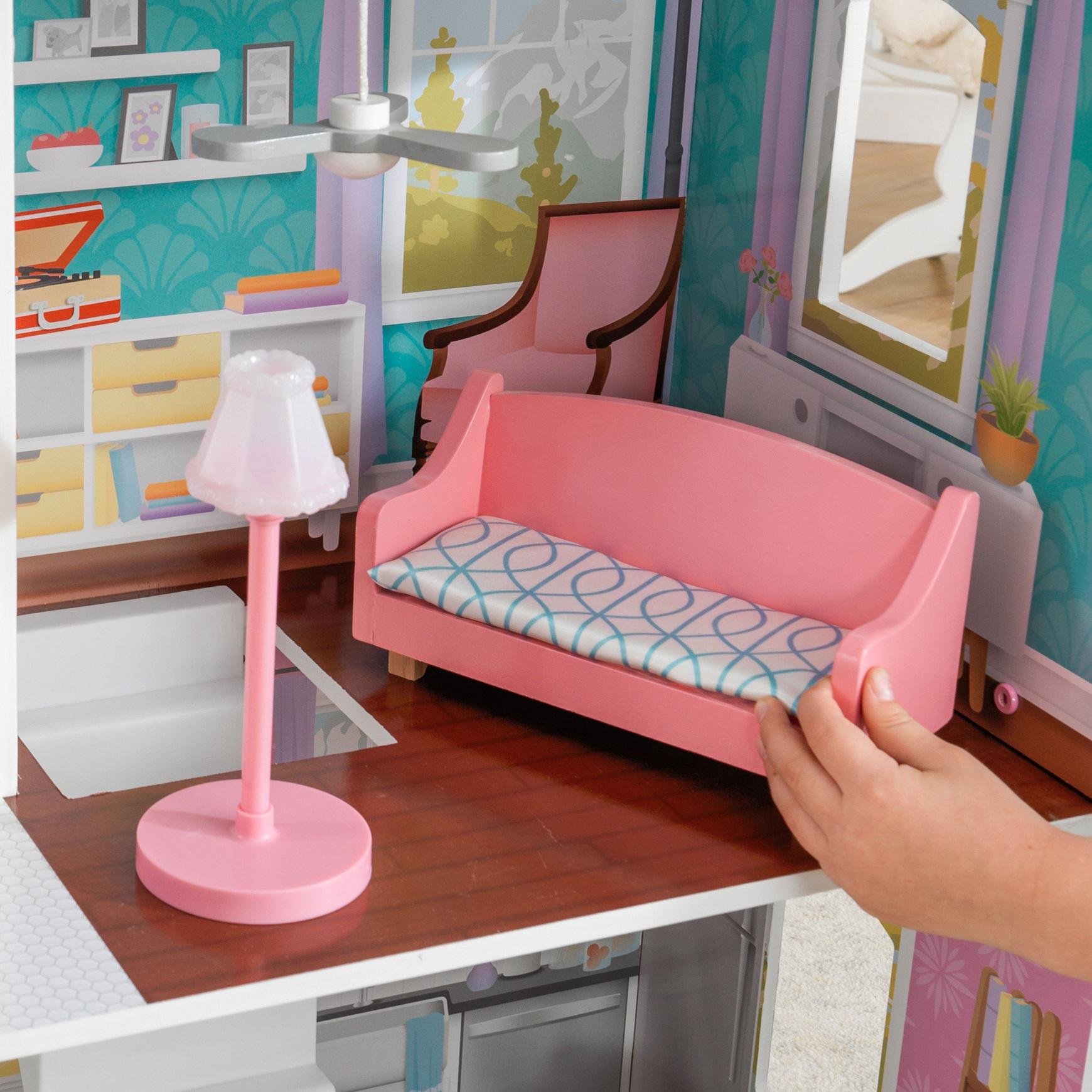 Detalle de lámpara y sofa de la kidkraft casa de muñecas glendale manor 65940 width=
