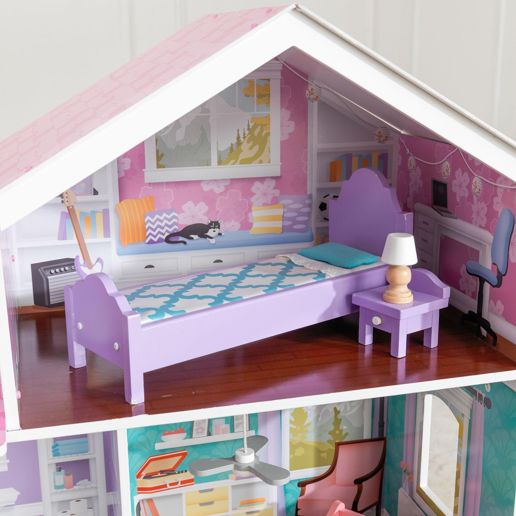 Detalle de cama, mesita y lámpara de dormitorio de la kidkraft casa de muñecas glendale manor 65940 width=