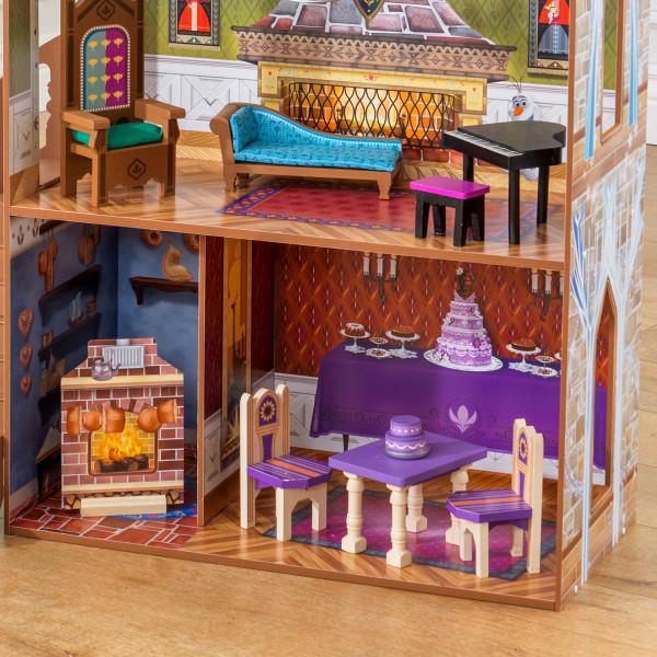Detalle chimenea y mesas y sillas de kidkraft palacio de arendelle de frozen 65945