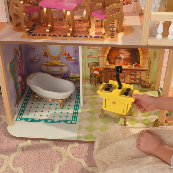 Detalle del baño y cocina de la casa de muñecas kidkraft disney princess royal celebration 65962 width=