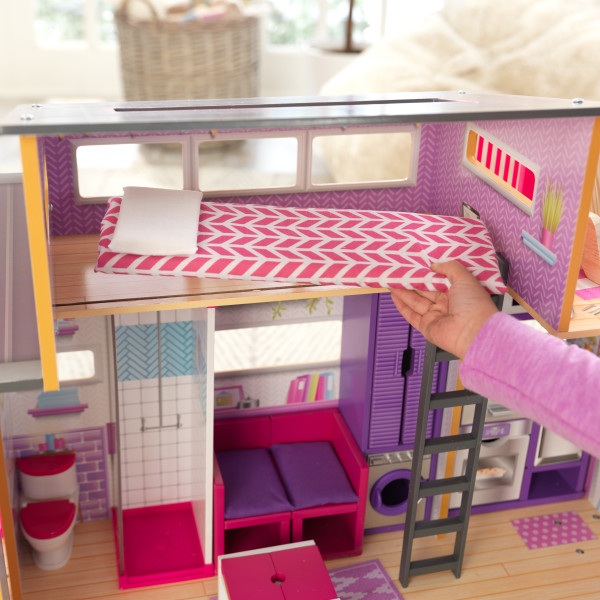 Detalle de las estancias baño-dormitorio de la casa de muñecas kidkraft 65948 teeny house width=