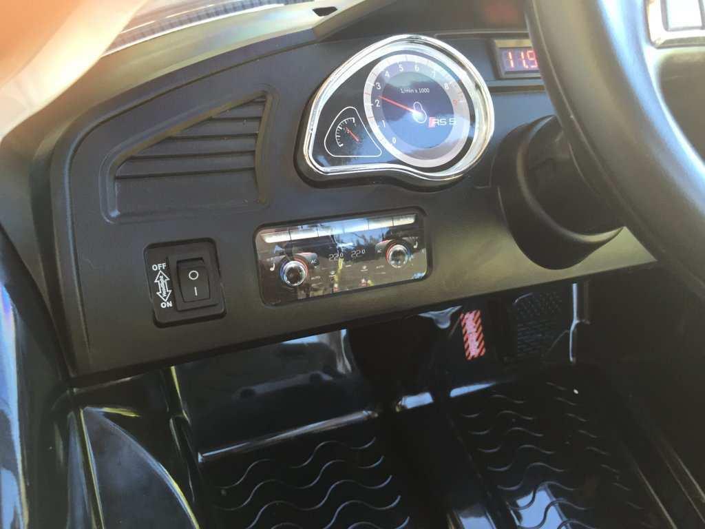 Audi RS5  12V  Dashboard botón marcha width=