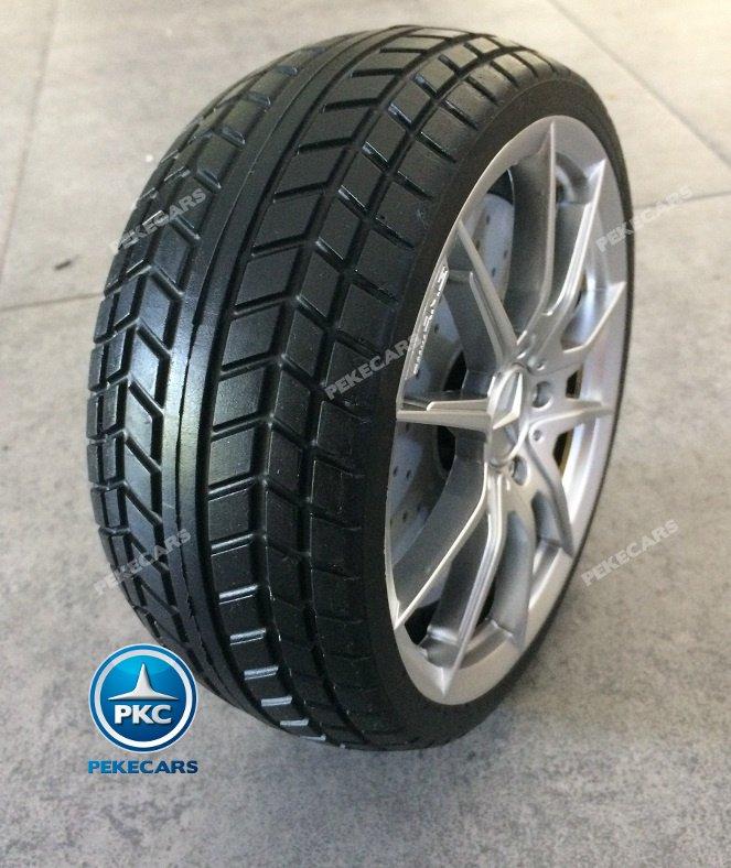 Mercedes gtr Blanco Inforchess rueda en pie