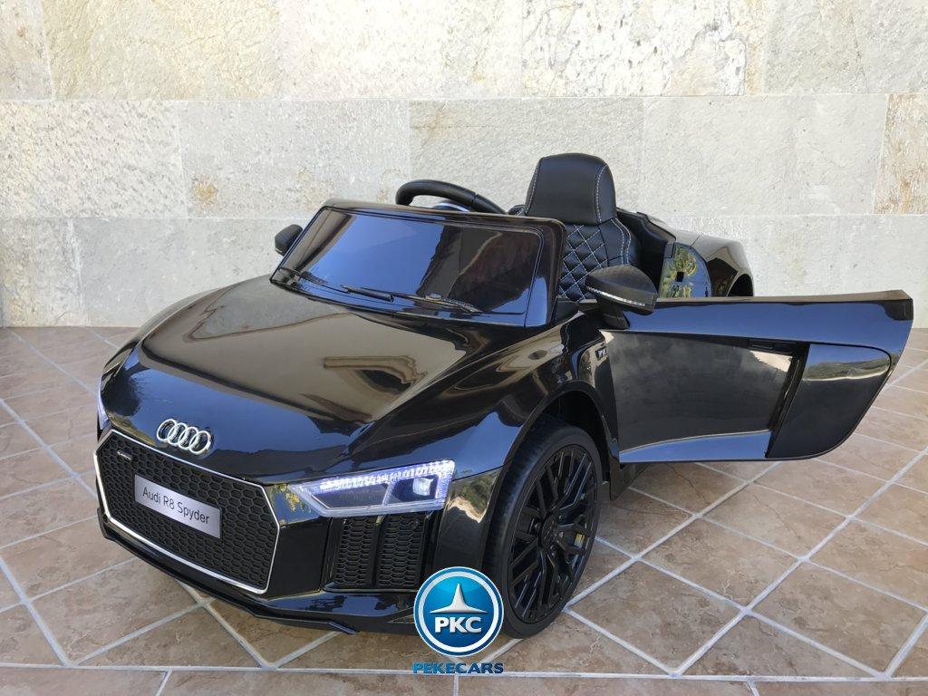 Audi R8 negro metalizado 12v 2.4G con ruedas neumaticas y asiento acolchado para niños