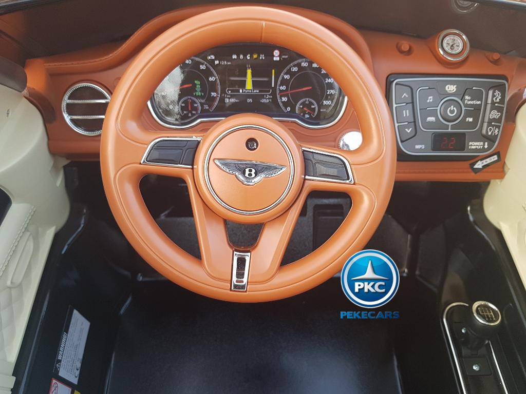 Bentley Bentayga rojo: Elegante Volante y panel dashboard delantero
