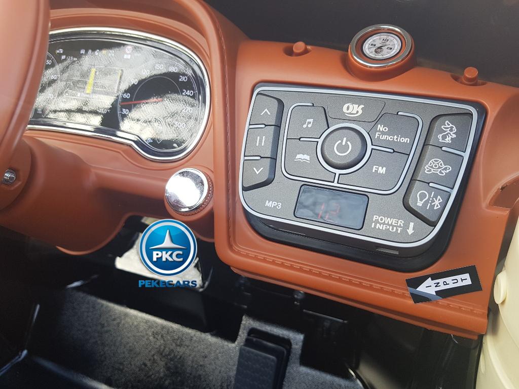 Bentley Bentayga rojo con Dashboard con Radio FM, doble velocidad, conector Jack