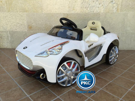 GT deportivo blanco lateral izquierdo