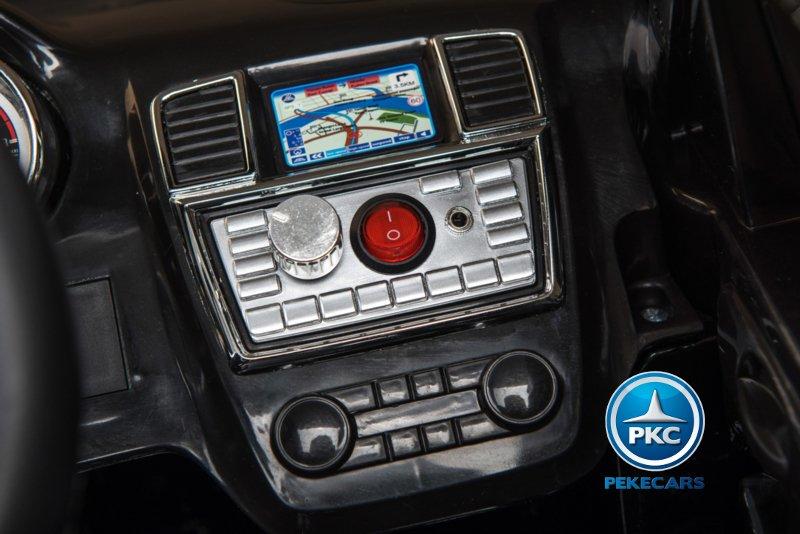 Mercedes GL63 con Dashboard con conector MP3 width=