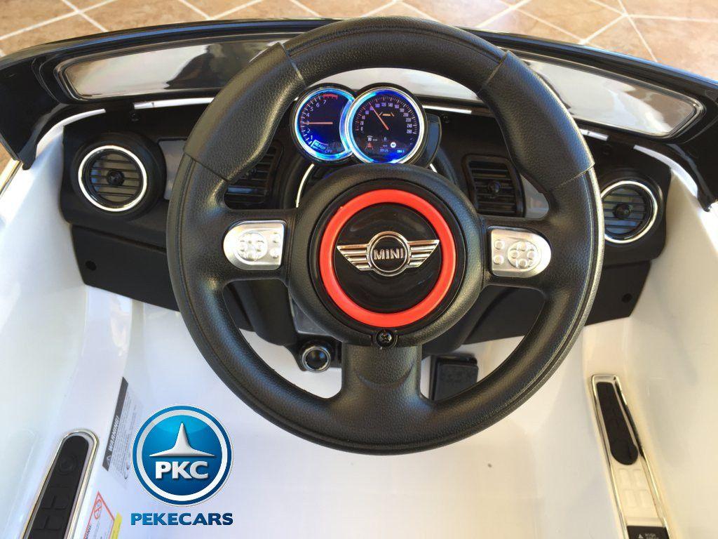 mini hatch blanco volante width=