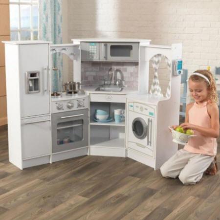 Cocina de madera infantil Ultimate con luz y sonido con modelo