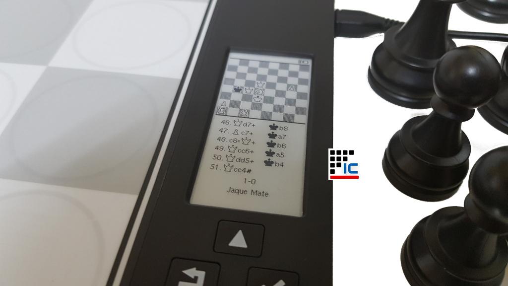 Computadora de ajedrez DGT Centauro con pantalla e-Paper width=