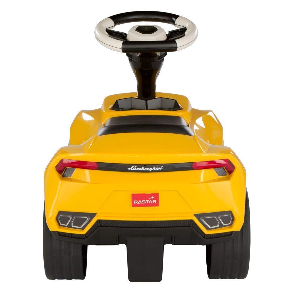correpasillos de coche amarillo