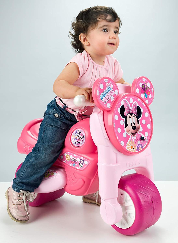 moto rosa con niña pequeña width=