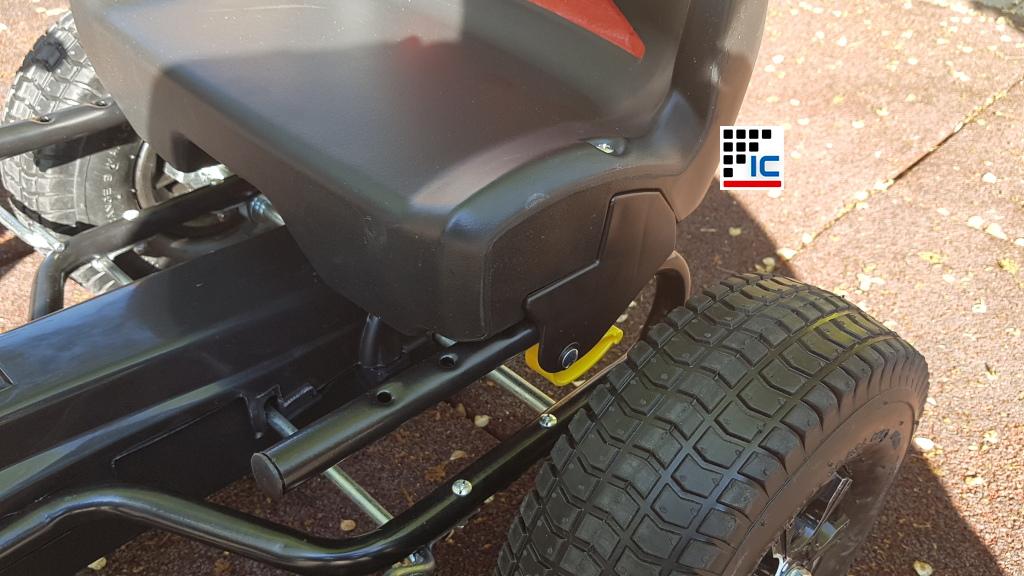 Kart de pedales racing con asiento ajustable en 5 posiciones width=