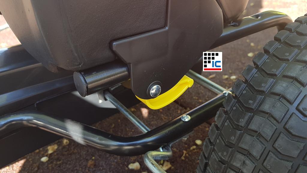 Kart a pedales Racing negro racing asiento ajustable a la edad del niño width=