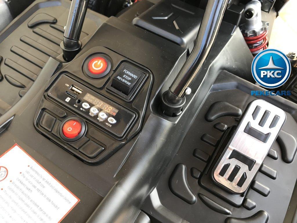 Vista del acelerador, botón de arranque y accesorios del pekecars go-kart 12v 2.4g rc blanco