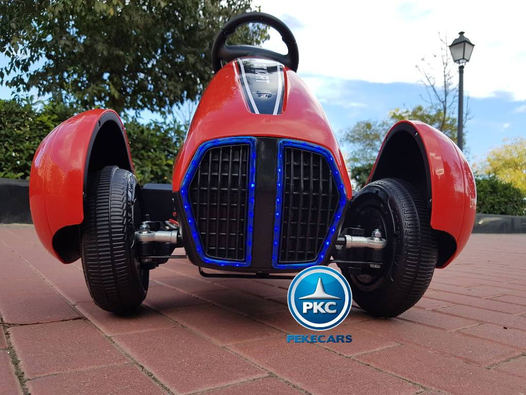 Detalle ruedas y luces led de la parte delantera del Pekecars go-kart 12v 2.4g rc rojo width=