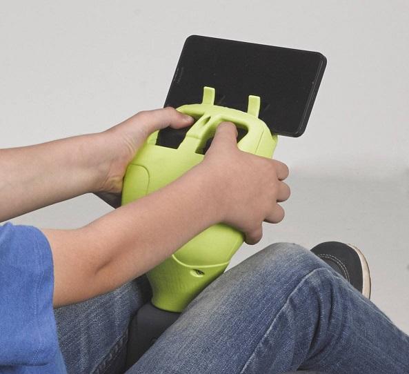 Detalle soporte para smartphone mad racer 12v