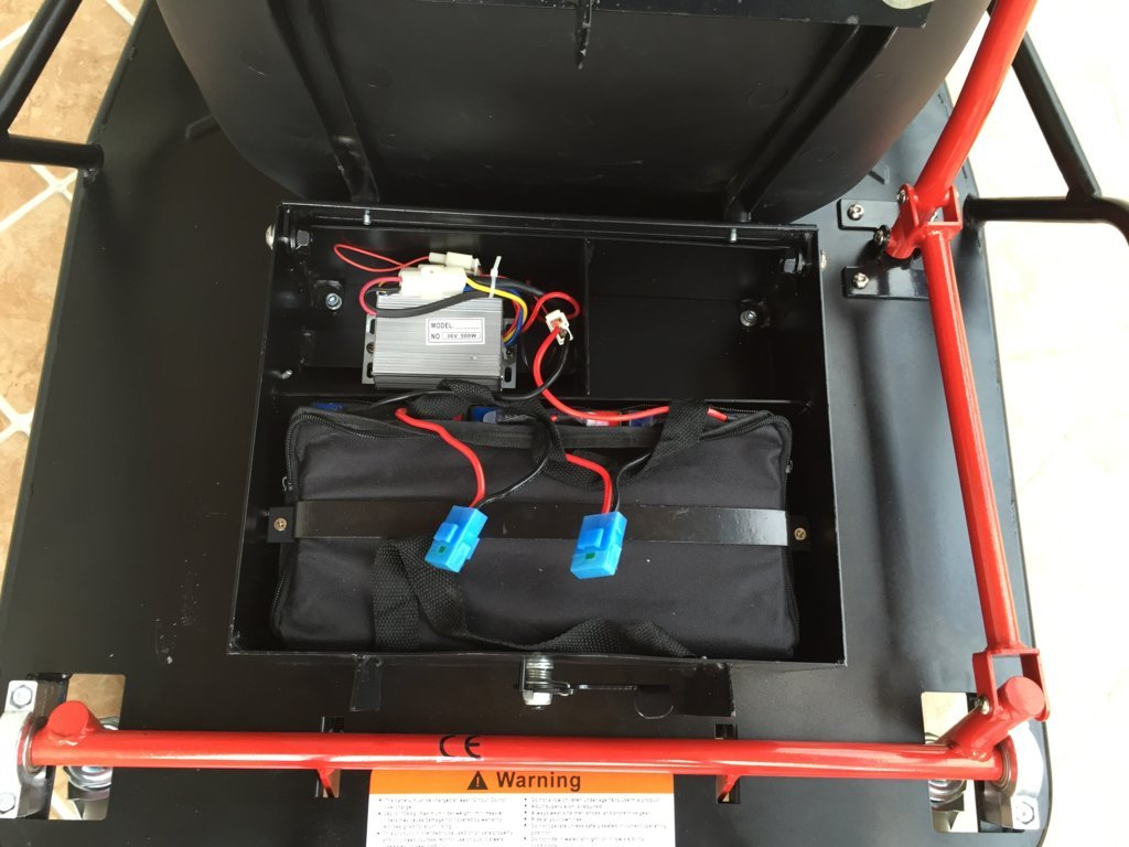 Detalle batería del Drift cart 36v xl electric pekecars width=
