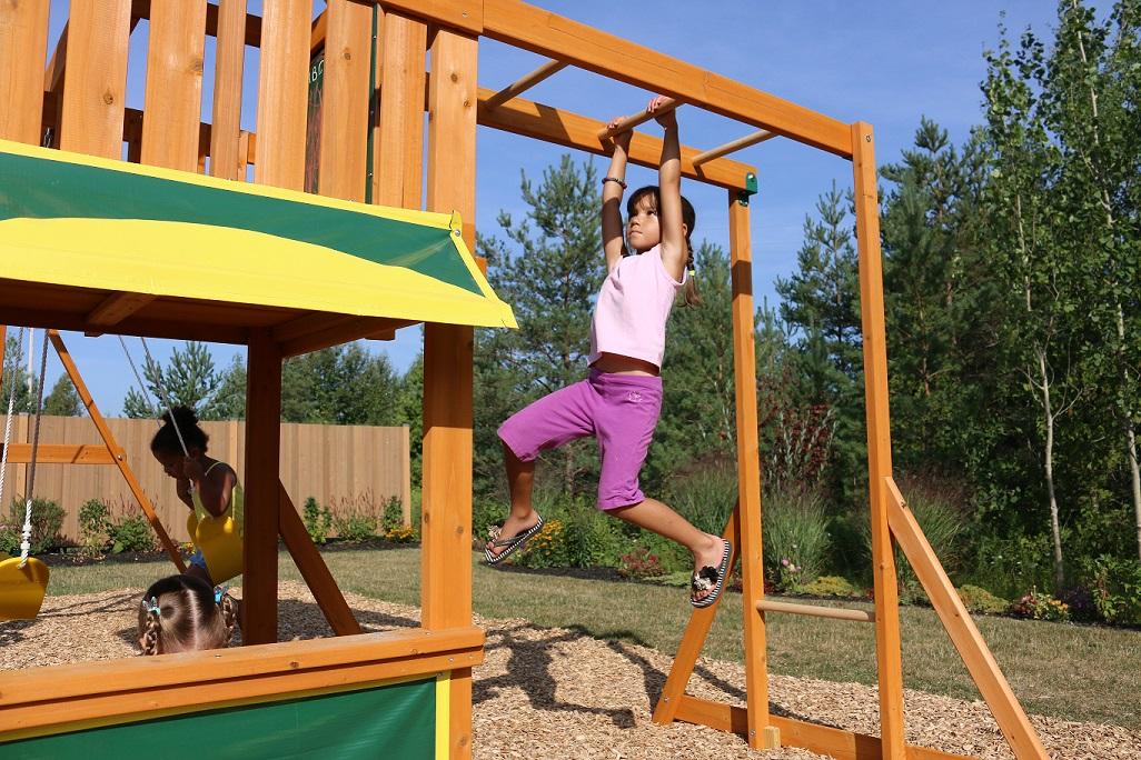 Parque para Niños de Madera Brookridge de Kidkraft - vista escalera mono