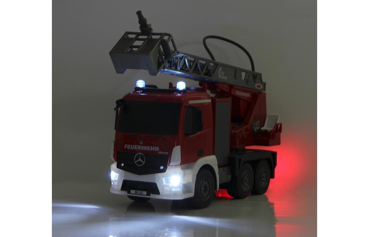 camión de bomberos con luces