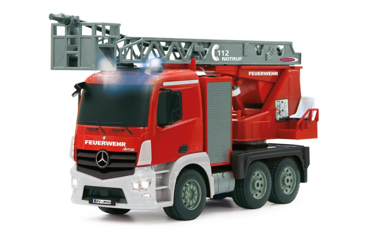 camión de bomberos con luces width=