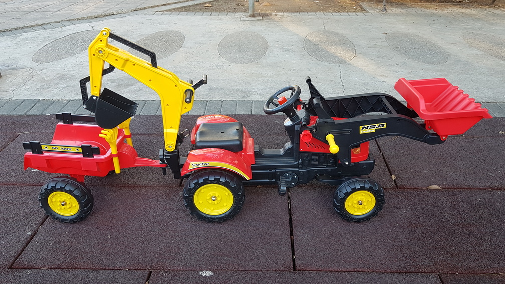 TRACTOR A PEDALES FULL OPTIONS - VISTA LATERAL