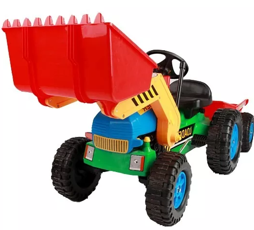 Detalle de la parte frontal del tractor a pedales de inforchess con pala excavadora delantera y remolque width=