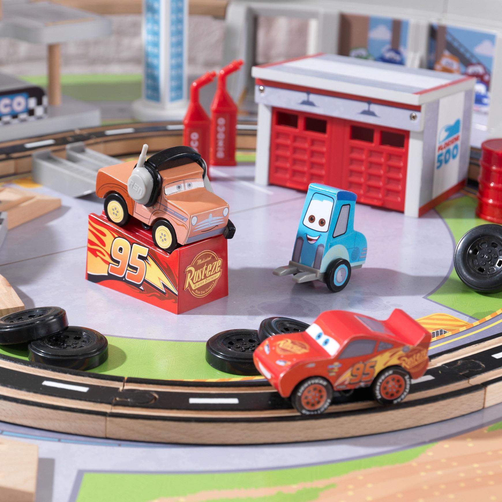 Detalle de los coches del autodromo de florida con mesa disney® pixar cars 3 17210