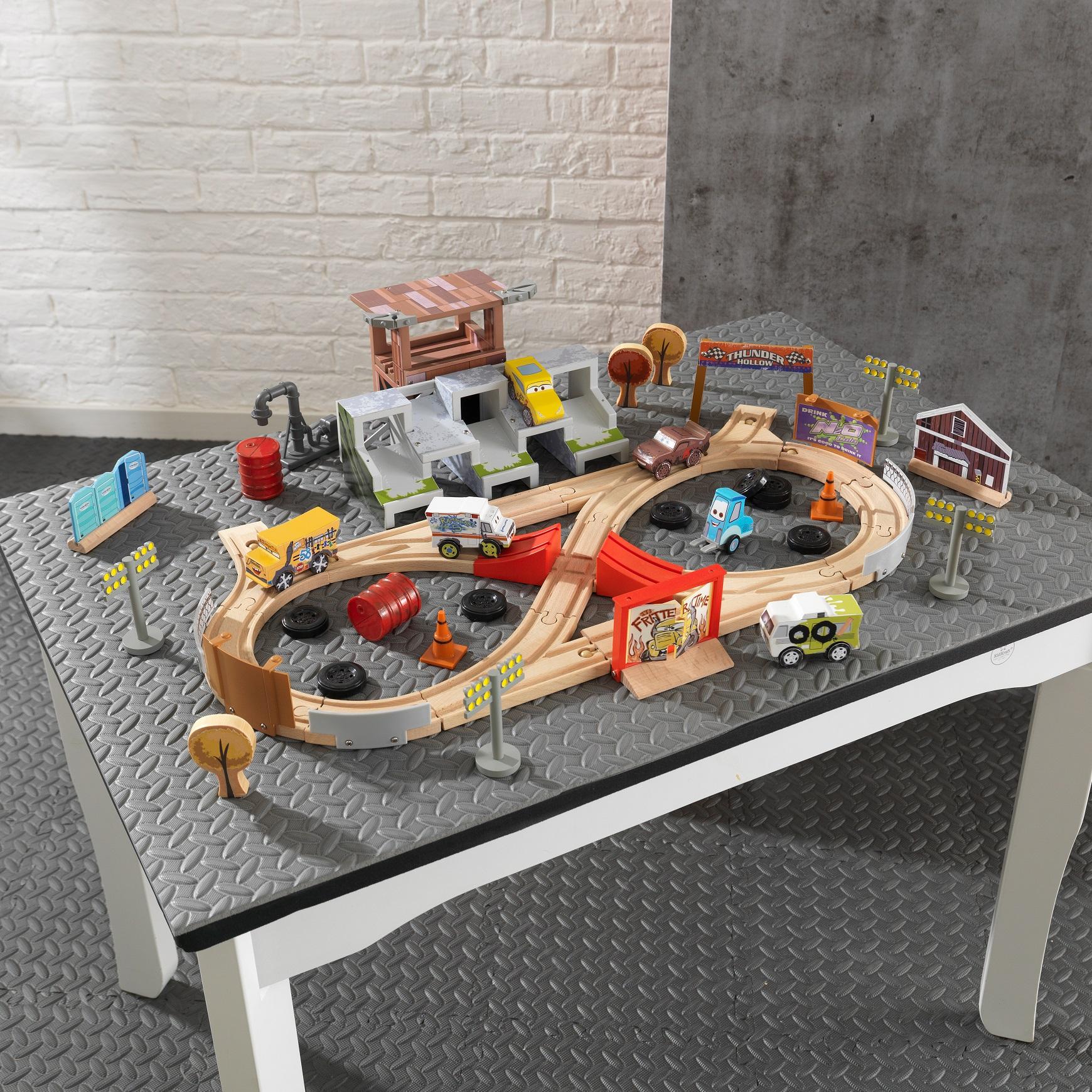 trenes de juguete trenes a pedales y electricos inforchess. Black Bedroom Furniture Sets. Home Design Ideas