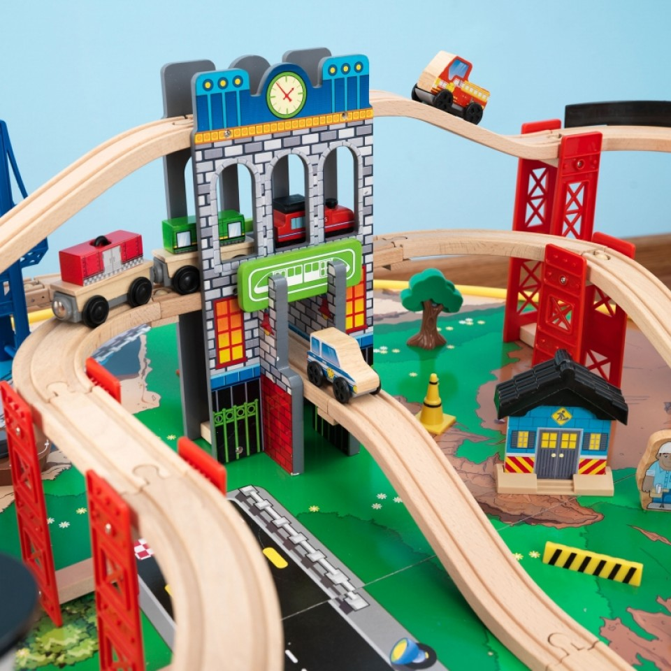 kidkraft juego de mesa de madera con circuito para trenes explorador de la ciudad 17985-010