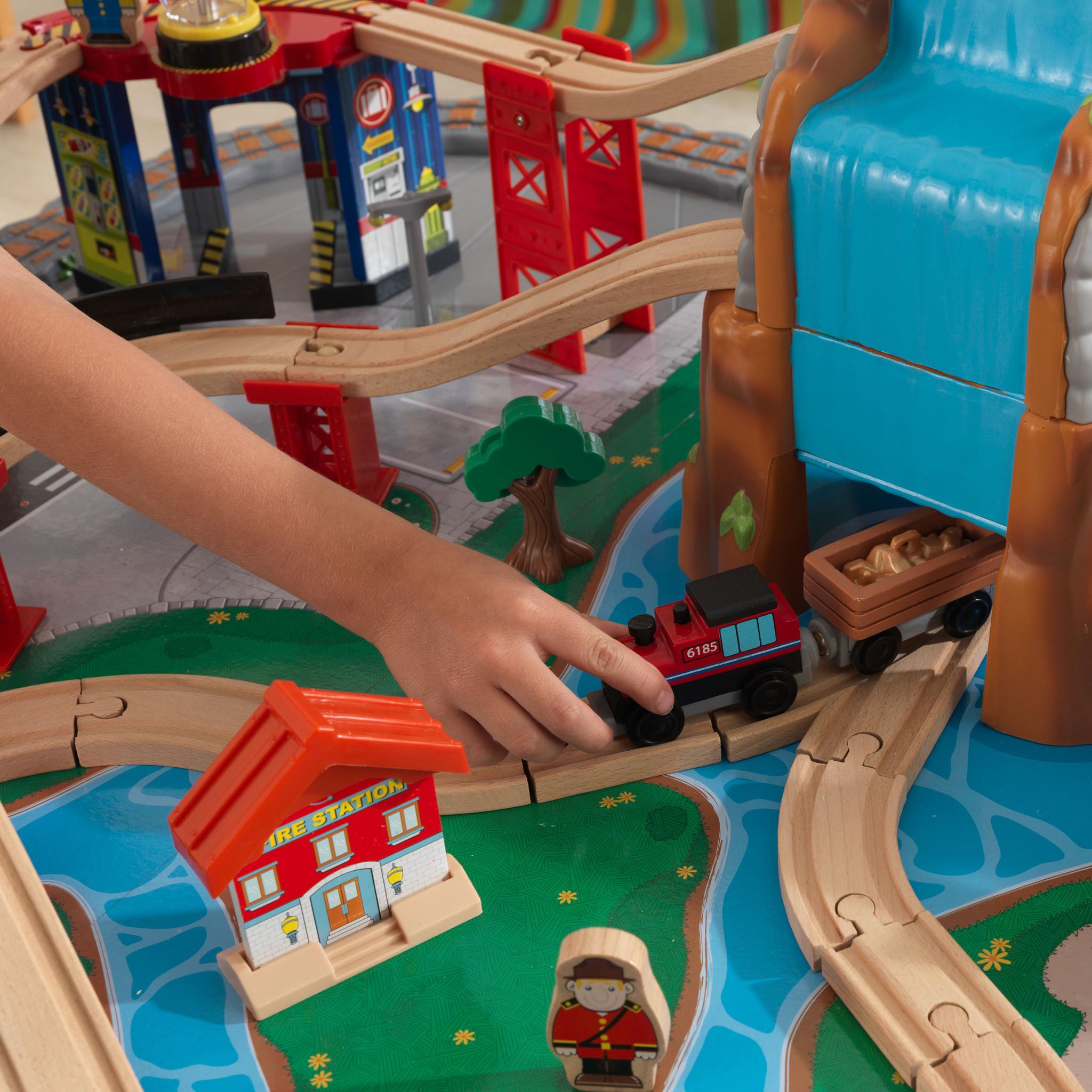 Kidkraft set de trenes con mesa bajo la cascada 17498-008