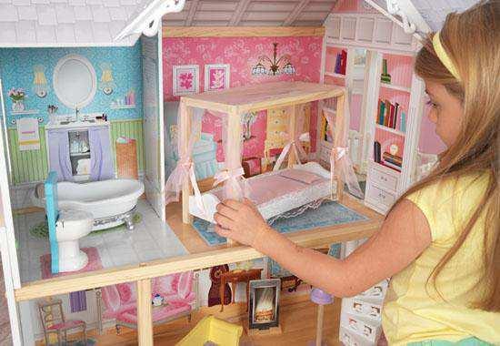 Detalle del dormitorio Kidkraft casa de muñecas 65869 kayle width=