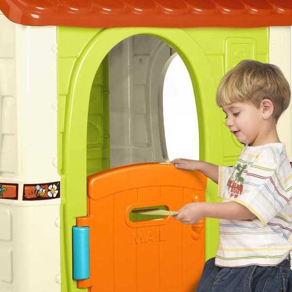 bonita casa de juegos con puerta abatible colores luminosos y resistentes a la luz solar y cambios de temperatura